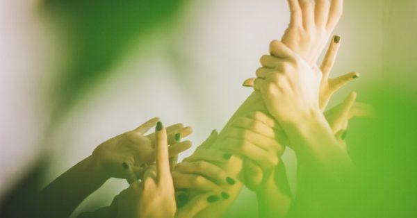 Quindici mani sul corpo